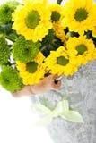Boeket van bloemen in emmer Royalty-vrije Stock Foto