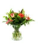 Boeket van bloemen in glasvas Stock Foto's