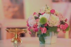 Boeket van bloemen in huwelijksceremonie royalty-vrije stock afbeelding