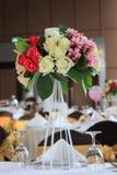 Boeket van bloemen op de lijst Royalty-vrije Stock Fotografie