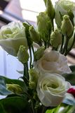 Boeket van bloemen, witte rozen stock foto's