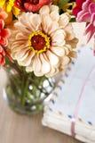 Boeket van de bloemen van Zinnia Stock Afbeeldingen