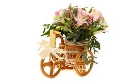 Boeket van decoratieve bloemen, lelies en rozen Royalty-vrije Stock Foto's