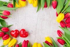 Boeket van gele, purpere en rode tulpen Stock Afbeelding