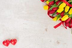 Boeket van gele, purpere en rode tulpen Royalty-vrije Stock Foto