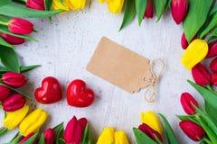 Boeket van gele, purpere en rode tulpen Royalty-vrije Stock Afbeelding