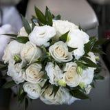 Boeket van het huwelijk met wit nam toe Royalty-vrije Stock Foto
