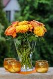 Boeket van het overweldigen van oranje rozen stock afbeelding
