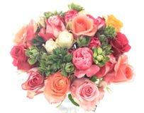 Boeket van kleurrijke geassorteerde rozen op witte achtergrond Royalty-vrije Stock Afbeeldingen