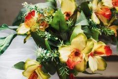 Boeket van kunstmatige orchideeën Royalty-vrije Stock Afbeeldingen