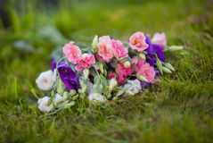 Boeket van Nice van wit, nam en lilac bloemen toe Royalty-vrije Stock Fotografie