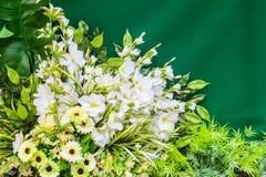 Boeket van plastic bloemen Stock Foto's
