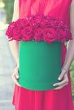 Boeket van rode rozen in een doos Royalty-vrije Stock Afbeelding