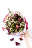 Boeket van roze droge rozen op achtergrond Stock Foto