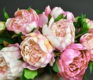 Boeket van roze pioenbloemen stock fotografie