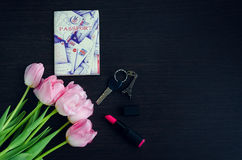 Boeket van roze tulpen met paspoort Stock Afbeelding