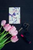 Boeket van roze tulpen met paspoort Royalty-vrije Stock Afbeelding