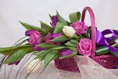 Boeket van rozen en tulpen royalty-vrije stock afbeelding
