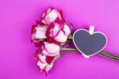 Boeket van rozen en wasknijperhart Royalty-vrije Stock Foto's