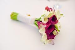 Boeket van rozen en witte lelies Stock Fotografie