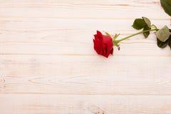 Boeket van rozen op witte houten achtergrond Stock Afbeelding