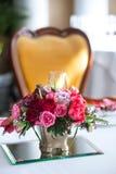 Boeket van rozen, tulpen en granaat Stock Afbeeldingen