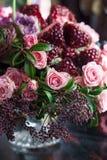 Boeket van rozen, tulpen en granaat Royalty-vrije Stock Foto