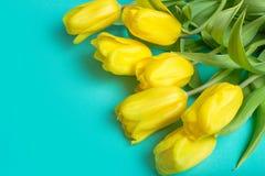 Boeket van tulpen op kleurenachtergrond Royalty-vrije Stock Afbeeldingen