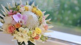 Boeket van verschillende bloemen stock footage