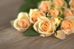 Boeket van verse gele rozen Royalty-vrije Stock Afbeeldingen