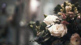 Boeket van verse rozen stock videobeelden