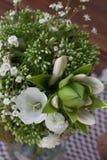 Boeket van wilde bloemen in de stijl van de Provence met noten Stock Afbeeldingen