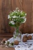Boeket van wilde bloemen in de stijl van de Provence met noten Royalty-vrije Stock Fotografie