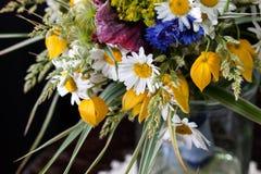 Boeket van wildflowers royalty-vrije stock afbeelding