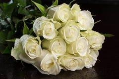 Boeket van witte rozen Stock Foto's