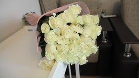 Boeket van witte rozen stock videobeelden