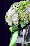 Boeket van witte rozen met Ranunculus, viburnum, eucalyptus Royalty-vrije Stock Foto