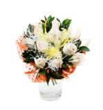 Boeket van witte rozen in vaas stock afbeeldingen