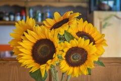 Boeket van zonnebloemenclose-up stock afbeeldingen