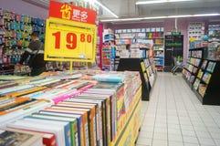 Boekhandel bij de supermarkt Stock Afbeeldingen