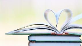 Boekpagina in hartvorm Royalty-vrije Stock Fotografie