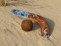 Boemerang en kokosnoot. Stock Foto's