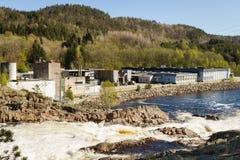 Boen bruk,一家木条地板工厂在挪威,位于在河Tovdalselva旁边 Boen在克里斯蒂安桑,挪威 免版税库存照片