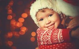 Bożenarodzeniowa magiczna szczęśliwa rodziny matka, dziecko i Zdjęcia Royalty Free