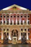 Bożenarodzeniowa oświetleniowa dekoracja urząd miasta w Moskwa, Rosja Obrazy Royalty Free