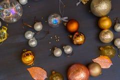 Bożenarodzeniowe złote dekoracje Zdjęcia Stock