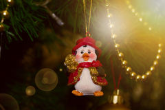 Bożenarodzeniowy pingwin dekoracja nowego roku jaja pudełka gałąź święta handbell ozdób Fotografia Stock