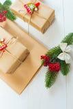 Bożenarodzeniowy prezent i sprig sosnowe igły na białym tle Obraz Stock