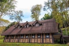 Boende hus, semesterort på det Ang Khang berget royaltyfria foton