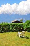 Boerderij in bergen stock afbeelding
